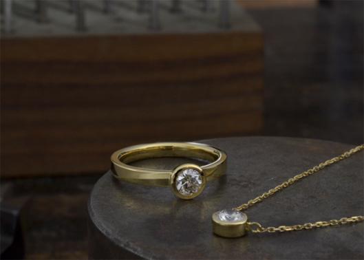 ゴールドのシンプルなリング&ネックレス