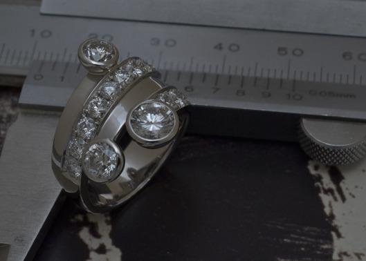 今の気分にあわせて婚約指輪と結婚指輪をひとつにしたデザイン