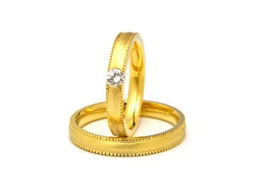 ゴールドのミル打ちのマリッジリング