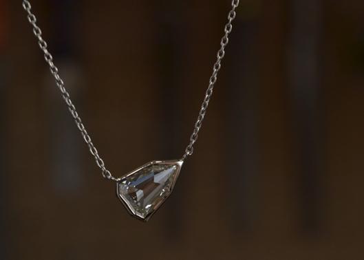シールドブリリアンカットダイヤモンドのペンダント.jpg